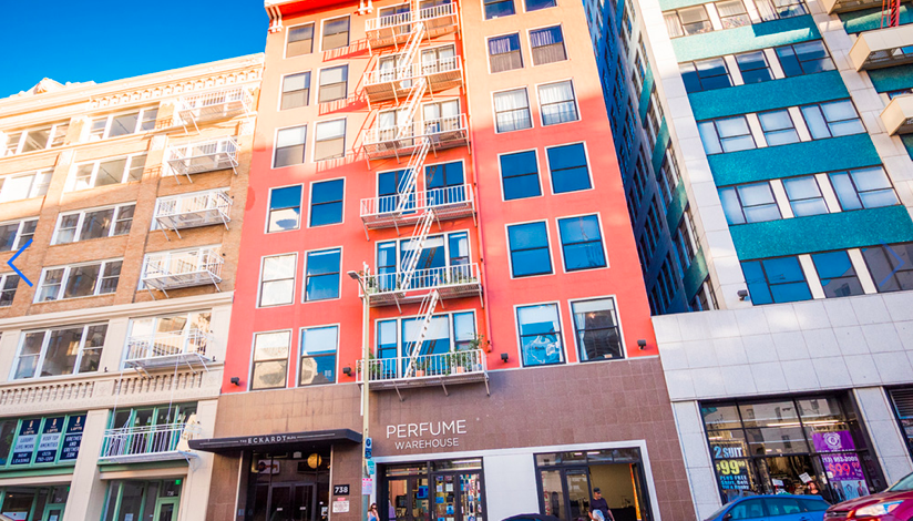 INDUSTRIAL STYLE MODERN LOFT   INCREDIBLE AMENITIES   Located in the heart of DTLA   Spacious & Bright Unit