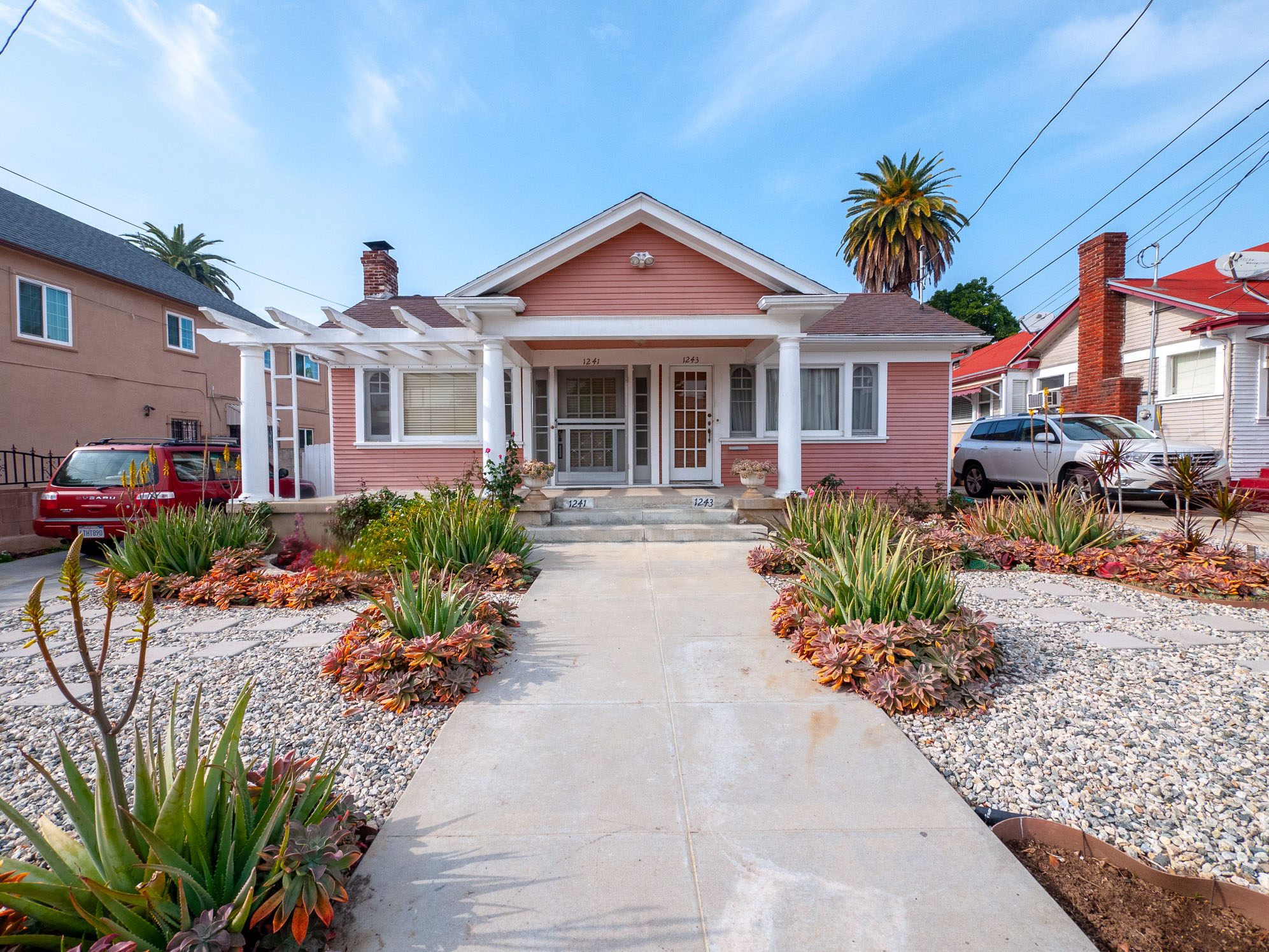 Charming Sunny Craftsman Duplex in East Hollywood   Beautiful lush garden   Near Fountain & Square One
