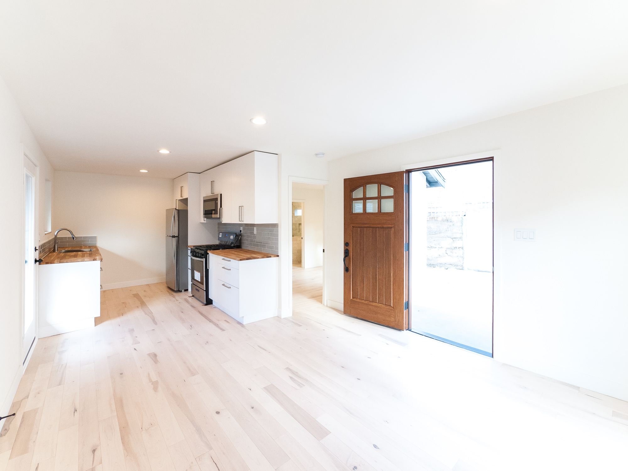 Gorgeously remodeled one bedroom apartment Duplex   Large Private Yard & Parking!   Boyle Heights