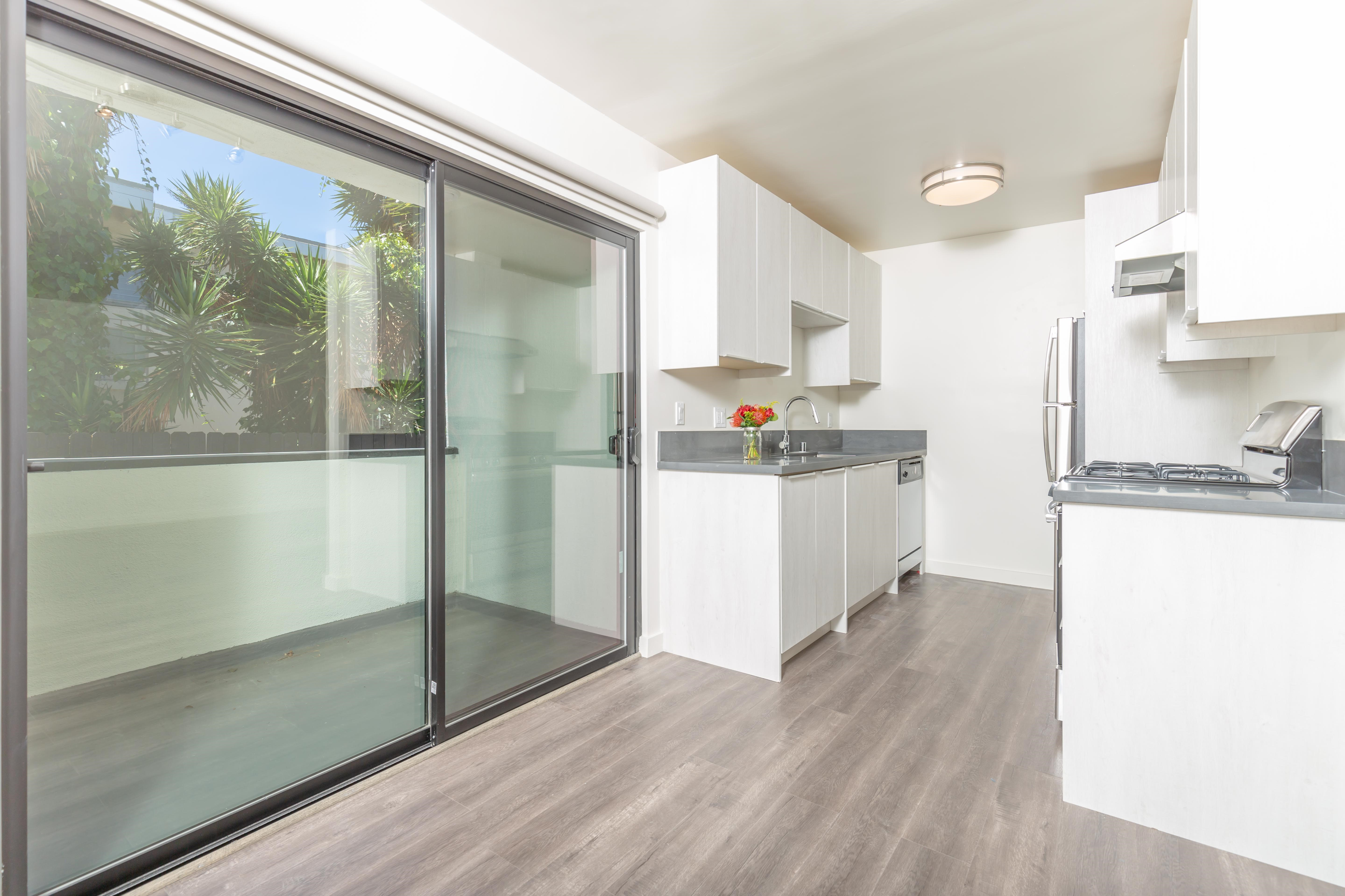 Dreamy New Renovated Building in the Heart of Hollywood!