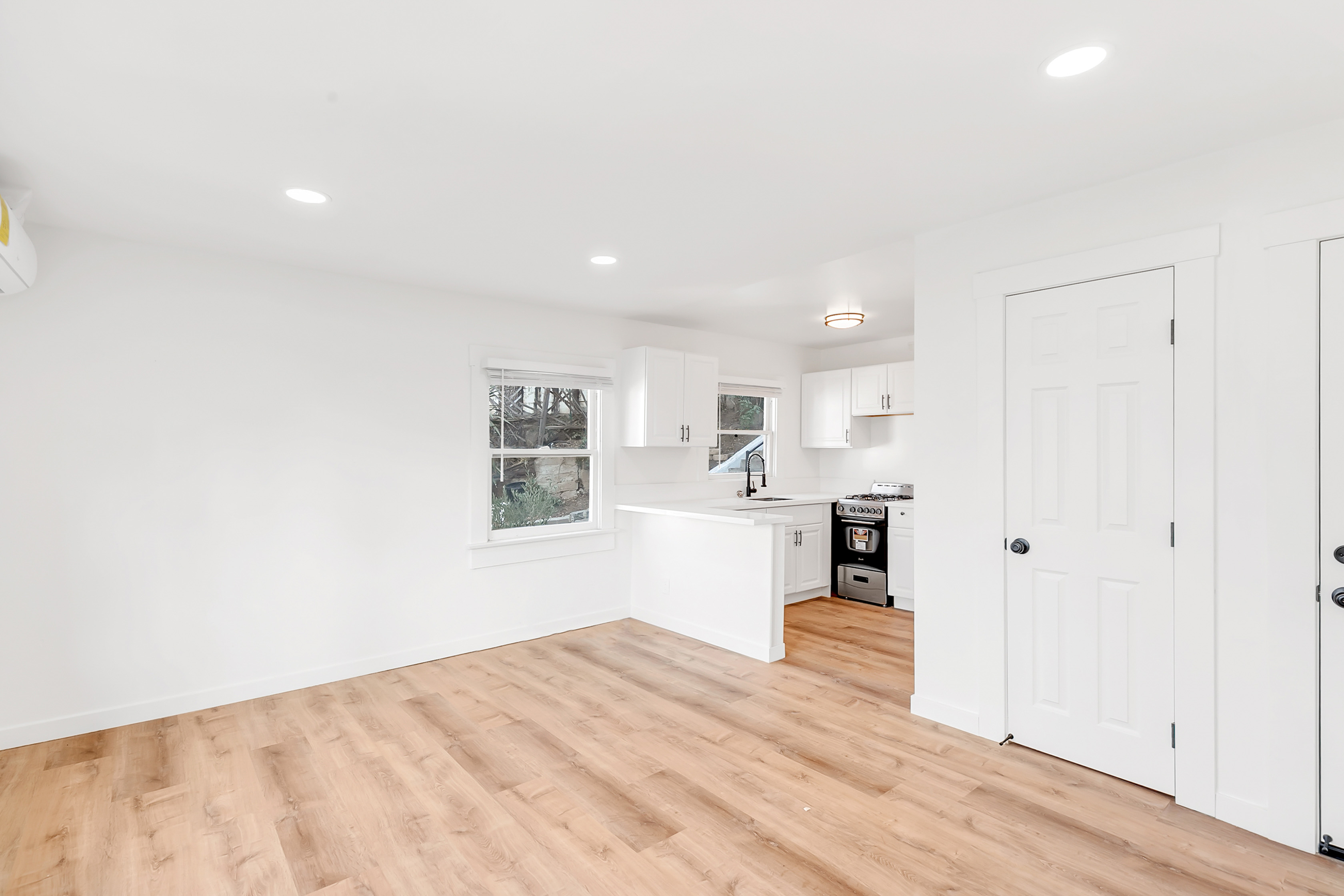 Hillside Echo Park Escape   Updated 1 Bed/ 1 Bath   Charming Details   AC Included!