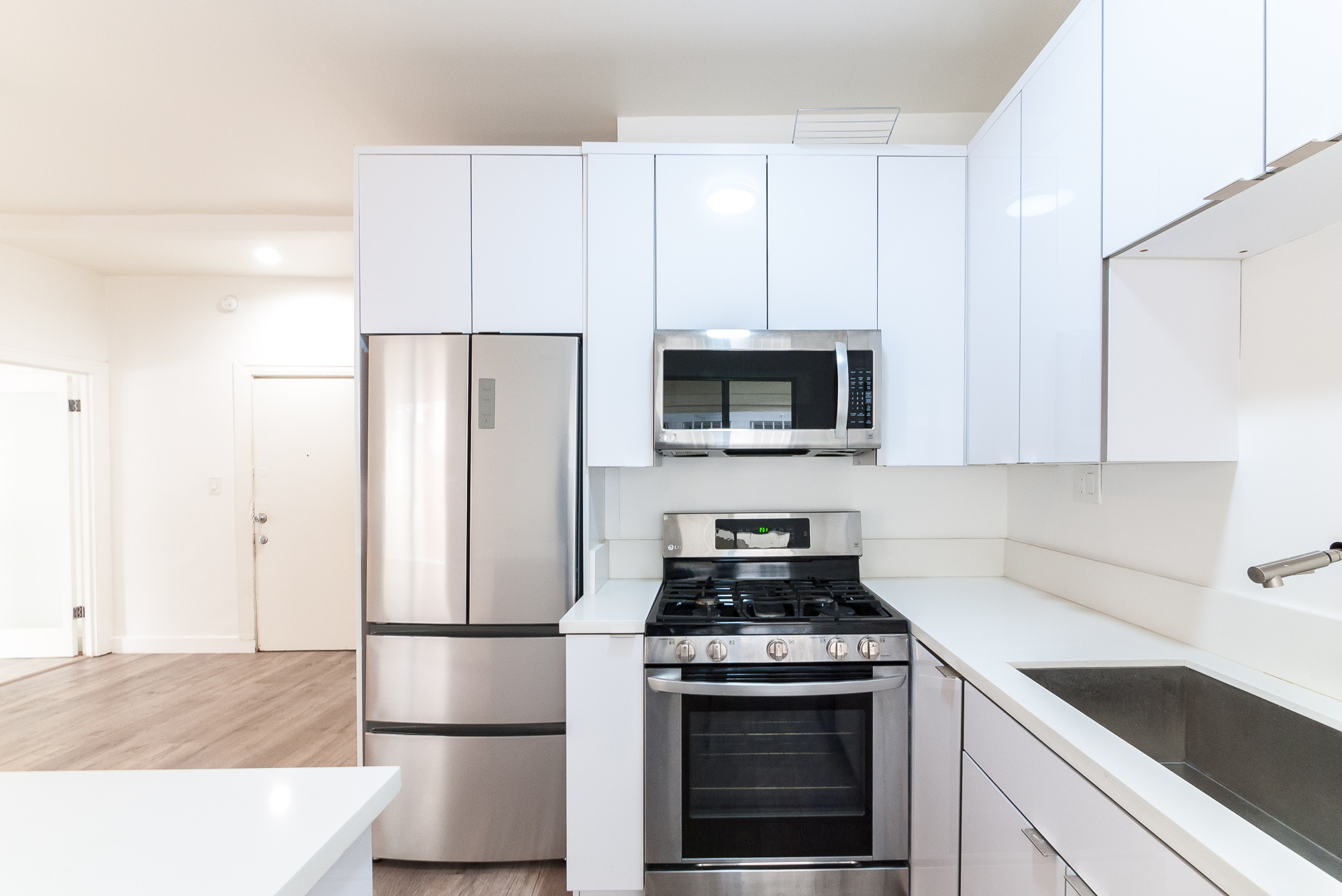 SUPER Lux! Brand New Reno 1B- INSTA worthy Kitchen- Gorgeous Tiled Bathroom -Surrounded By Windows-Free Lyft Credit!