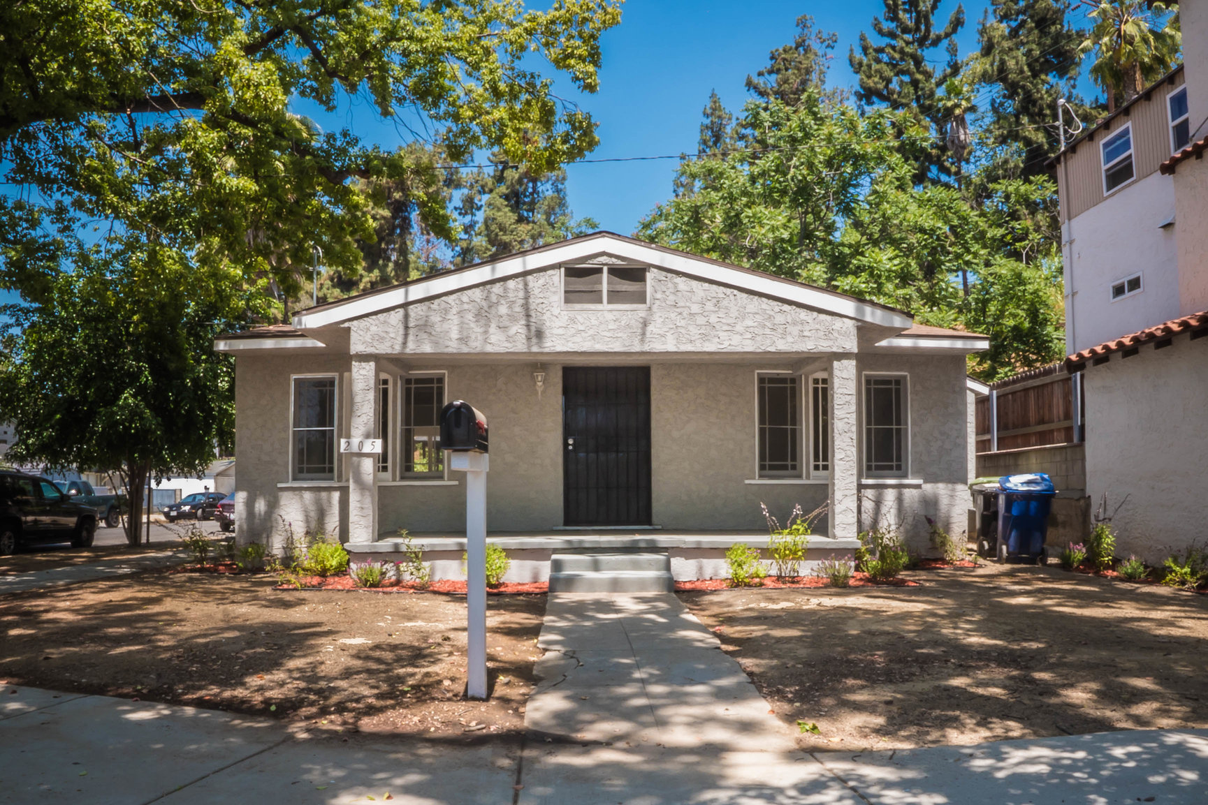 1920's Highland Park Craftsman |Newly Renovated | Laundry Hook-Ups | AC | Pet Friendly!