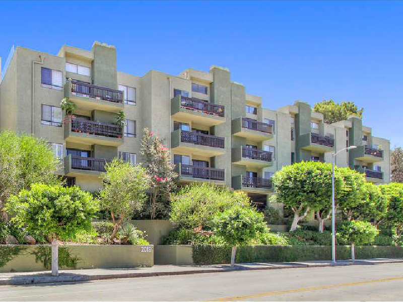 Spacious Condo-Home in Silver Lake