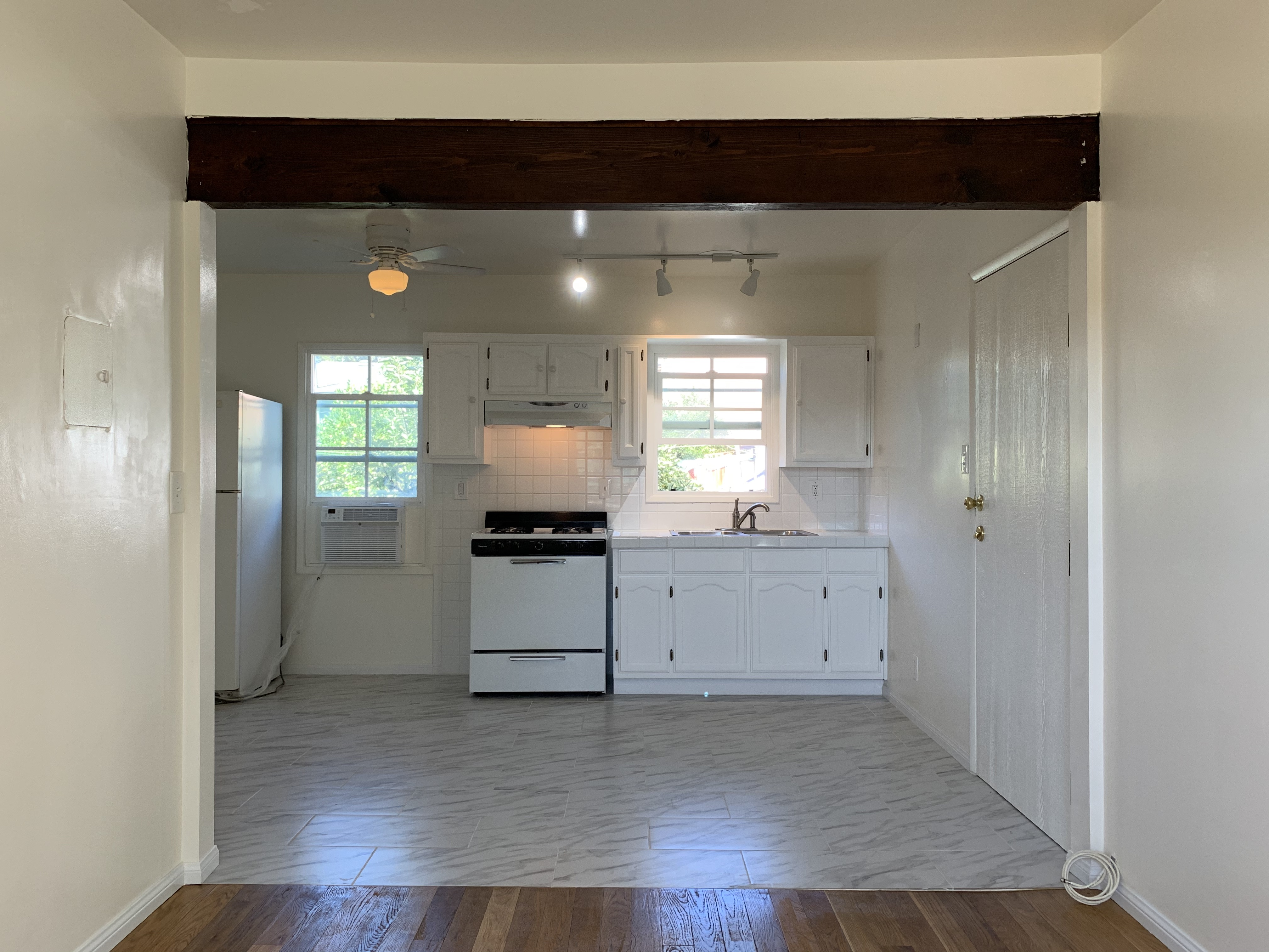 Cute & Cozy Echo Park One Bed | Rear Duplex  | Parking Included!