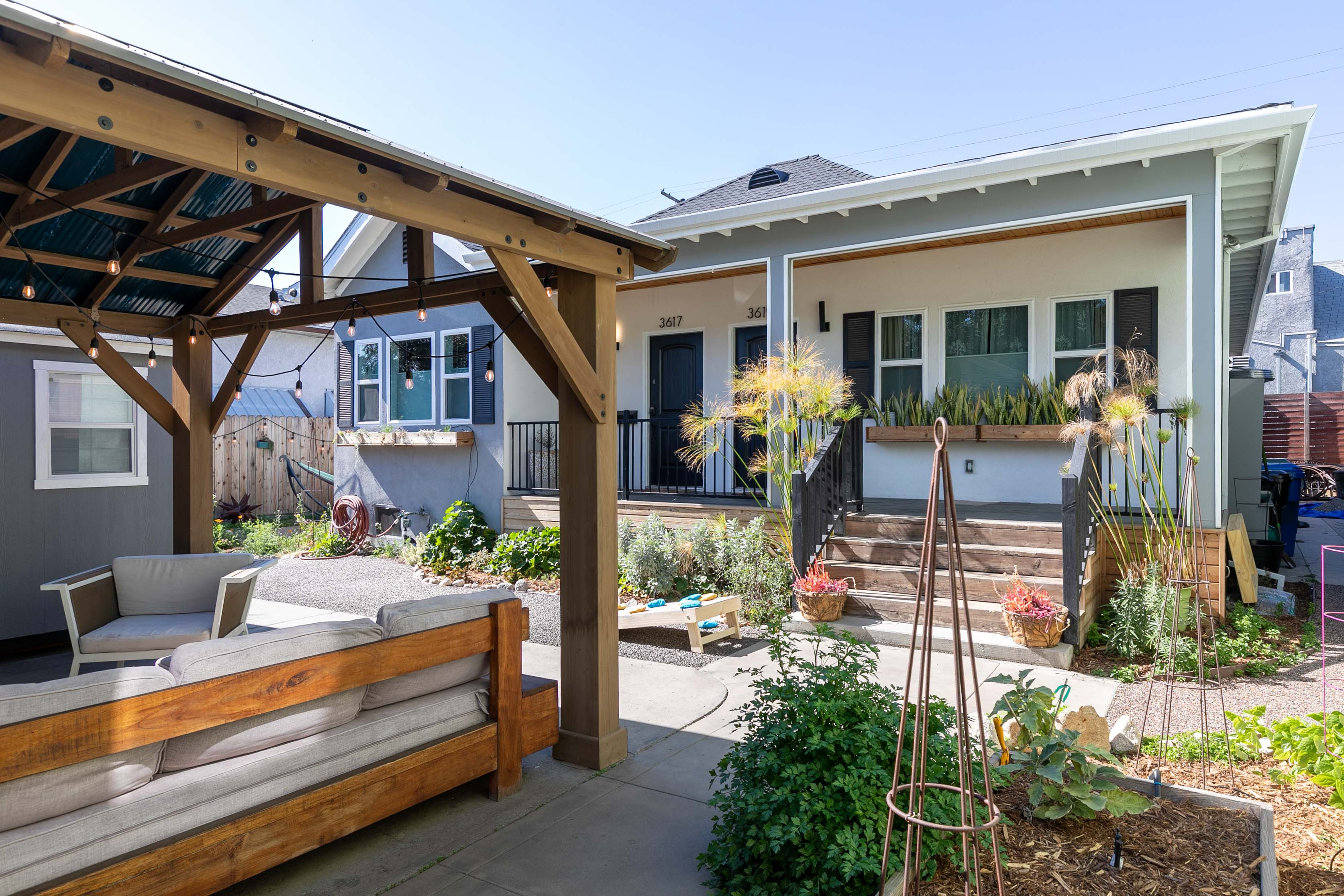 AMAZING NELA LOCATION - HIGHLAND PARK & MT.WASHINGTON ADJACENT | SWEET UPDATED DUPLEX W/ DUAL MASTERS | OUTDOOR LOUNGE W/ BBQ & SEATING | GATED PARKING INCLUDED
