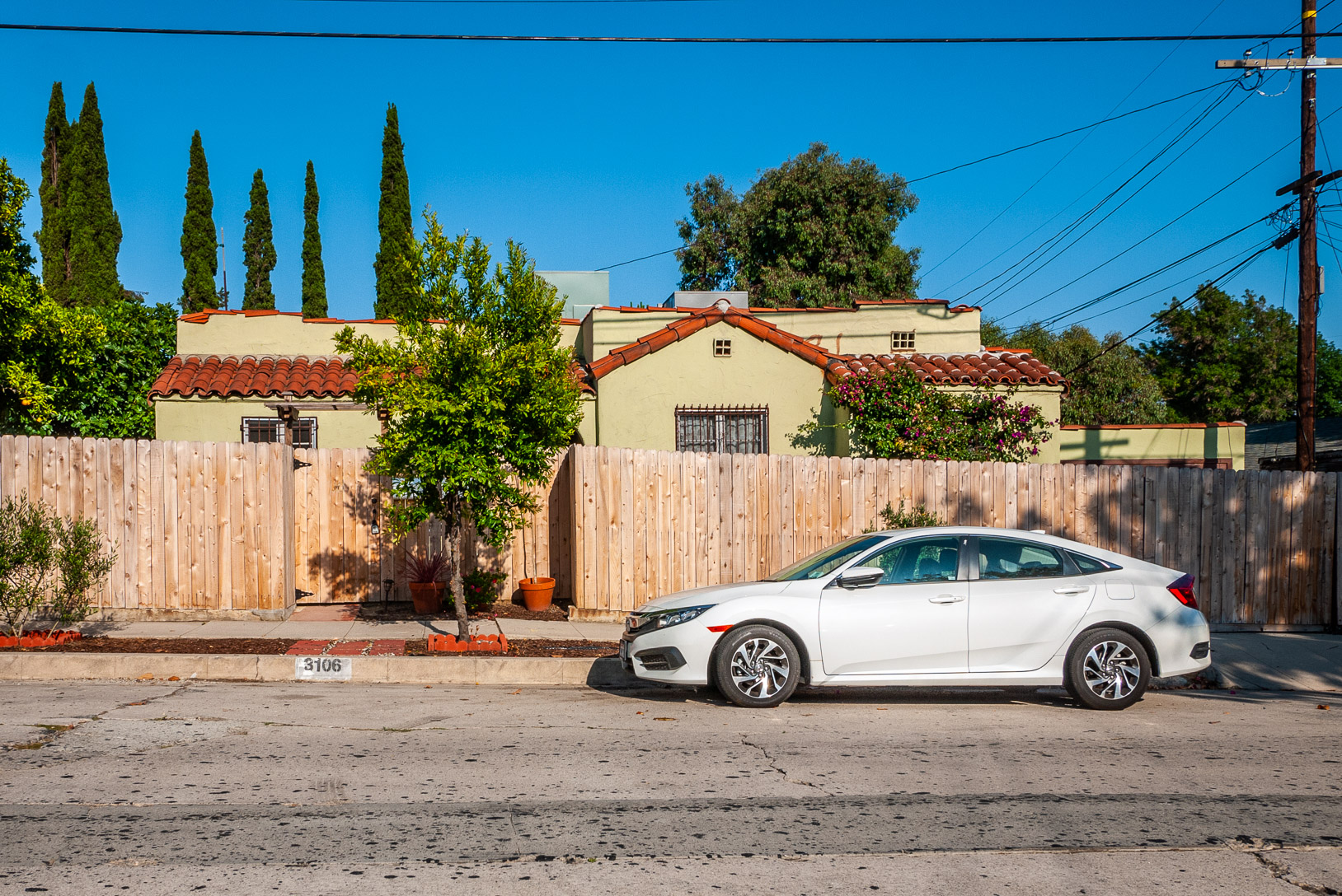 Spanish duplex, 1/1 with glorious yard, new appliances and a washer/dryer, two car garage!