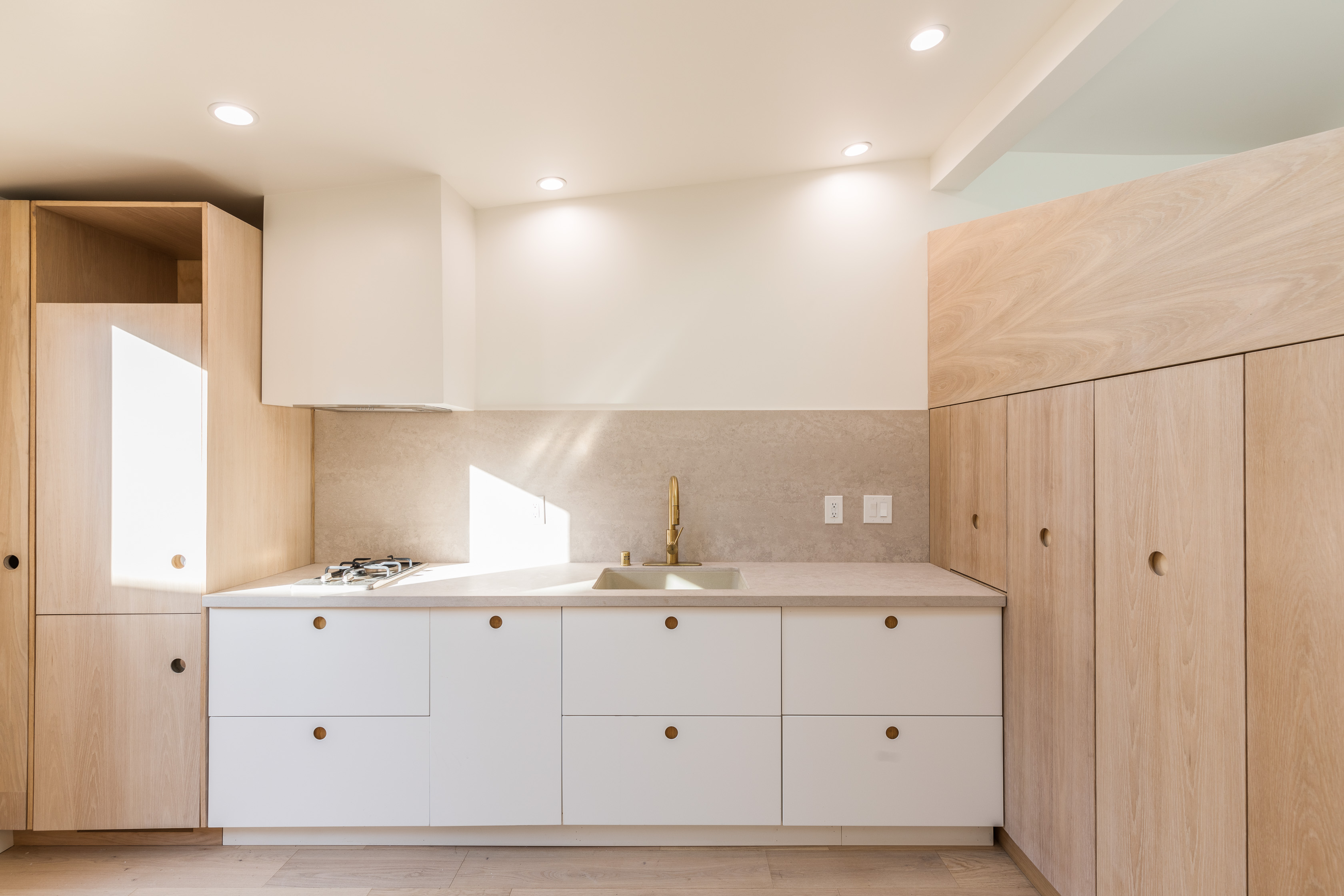 Architecturally Designed Studio | Minimalistic & Modern | Private Fenced In Deck | AC Included