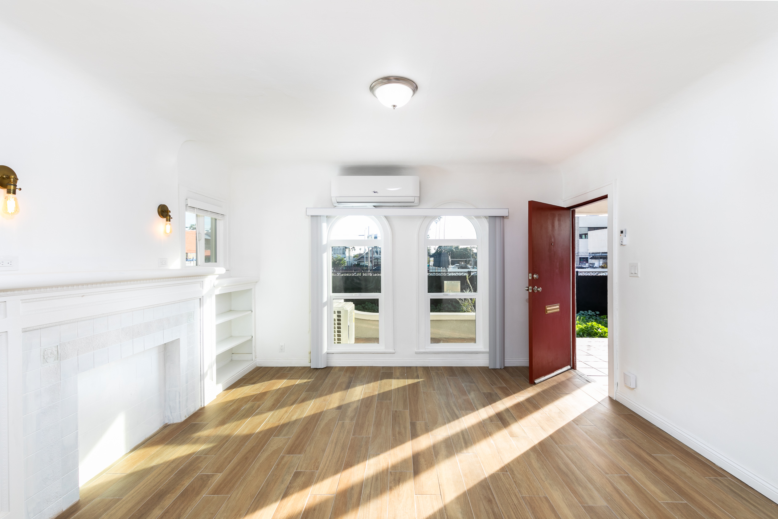 Gut-Renovated 4-Plex 2BR/2BA Unit w/ Dreamy Vintage Accents! MOVE-IN CONCESSION OFFERED!