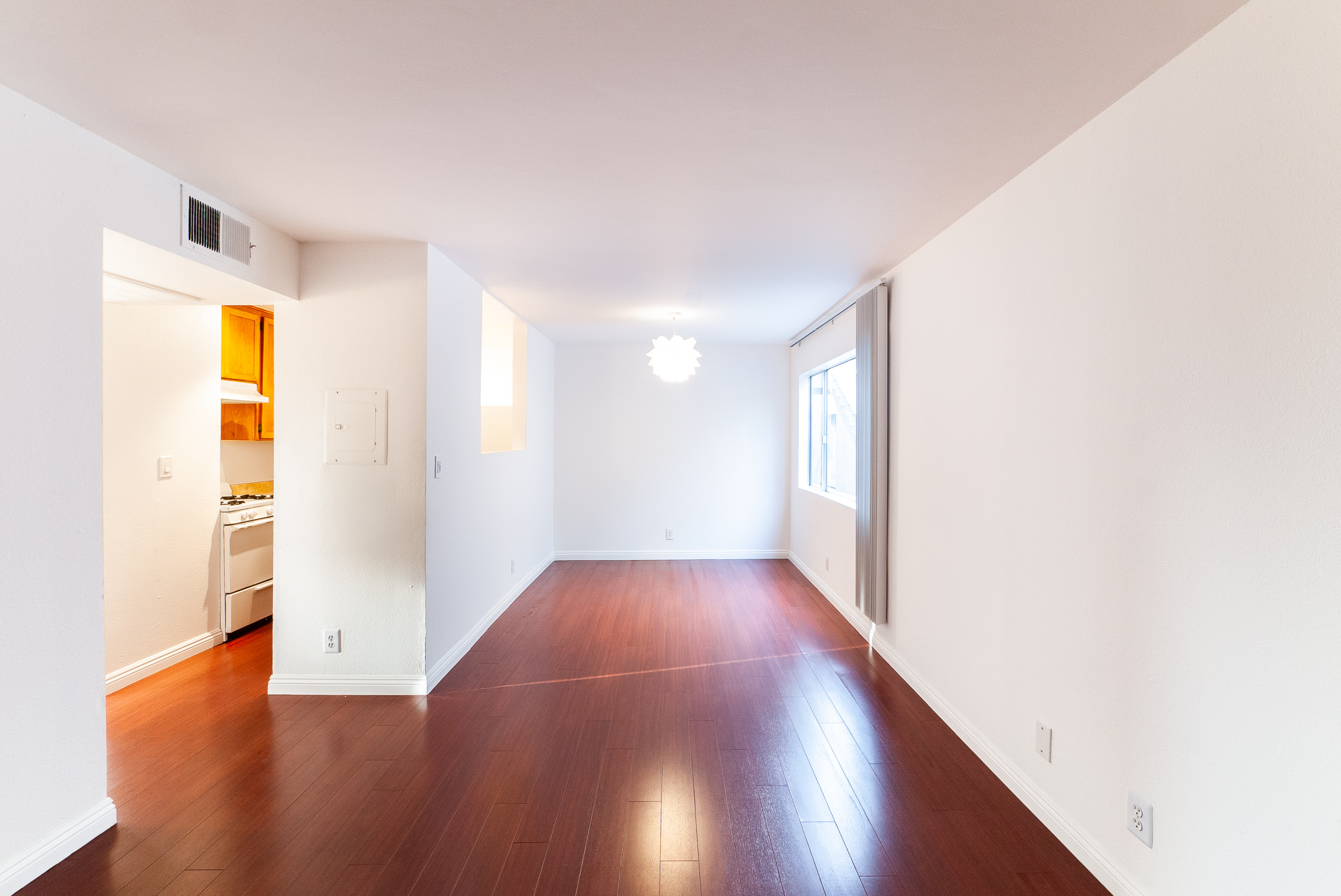 2 Bed, 2 Bath   Minutes to Highland Park, Glendale, and Atwater Village   Newly updated 1980's architecture in Glassell Park   Gated Parking