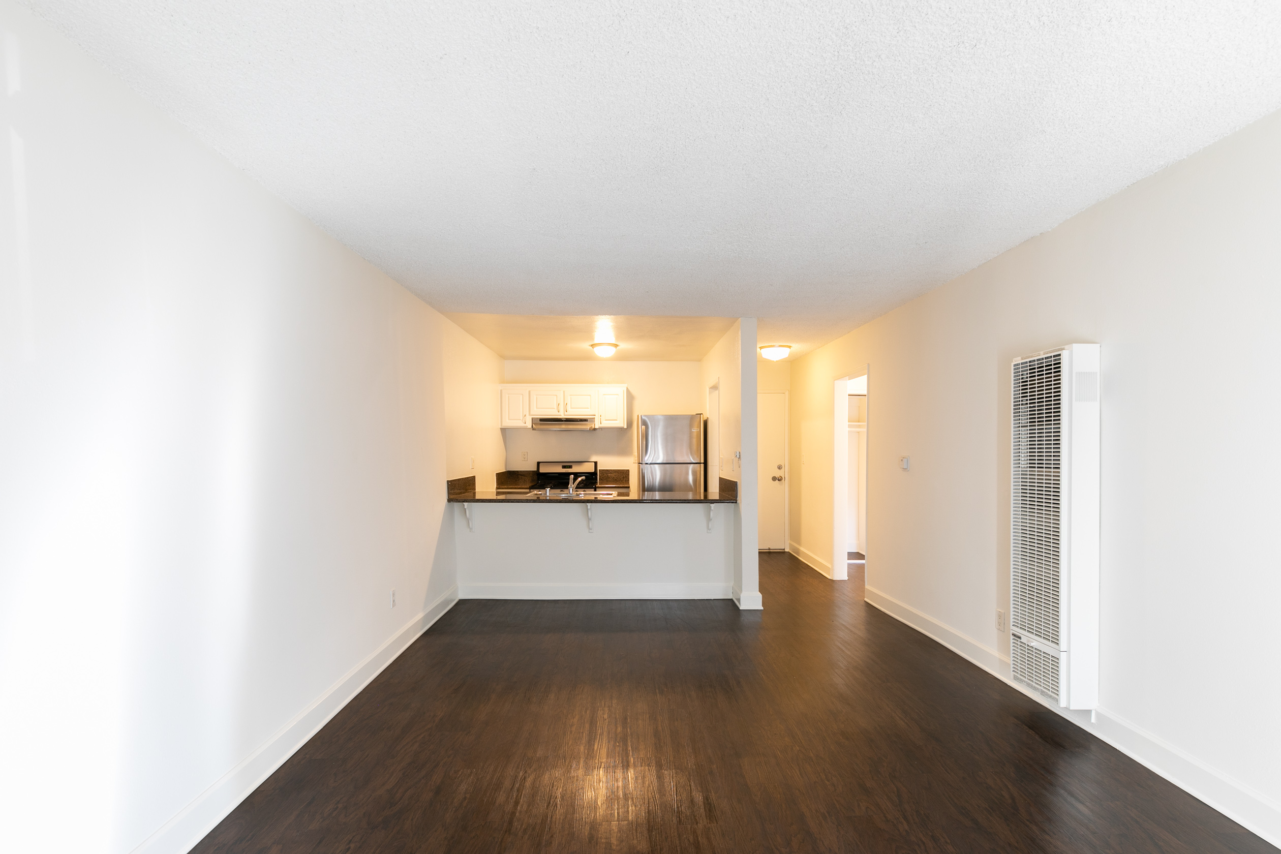 SLEEK, CHIC! SPACIOUS ONE BEDROOM - MODERN KITCHEN- STAINLESS APPLIANCES + BALCONY - PERFECT K-TOWN LOCATION!