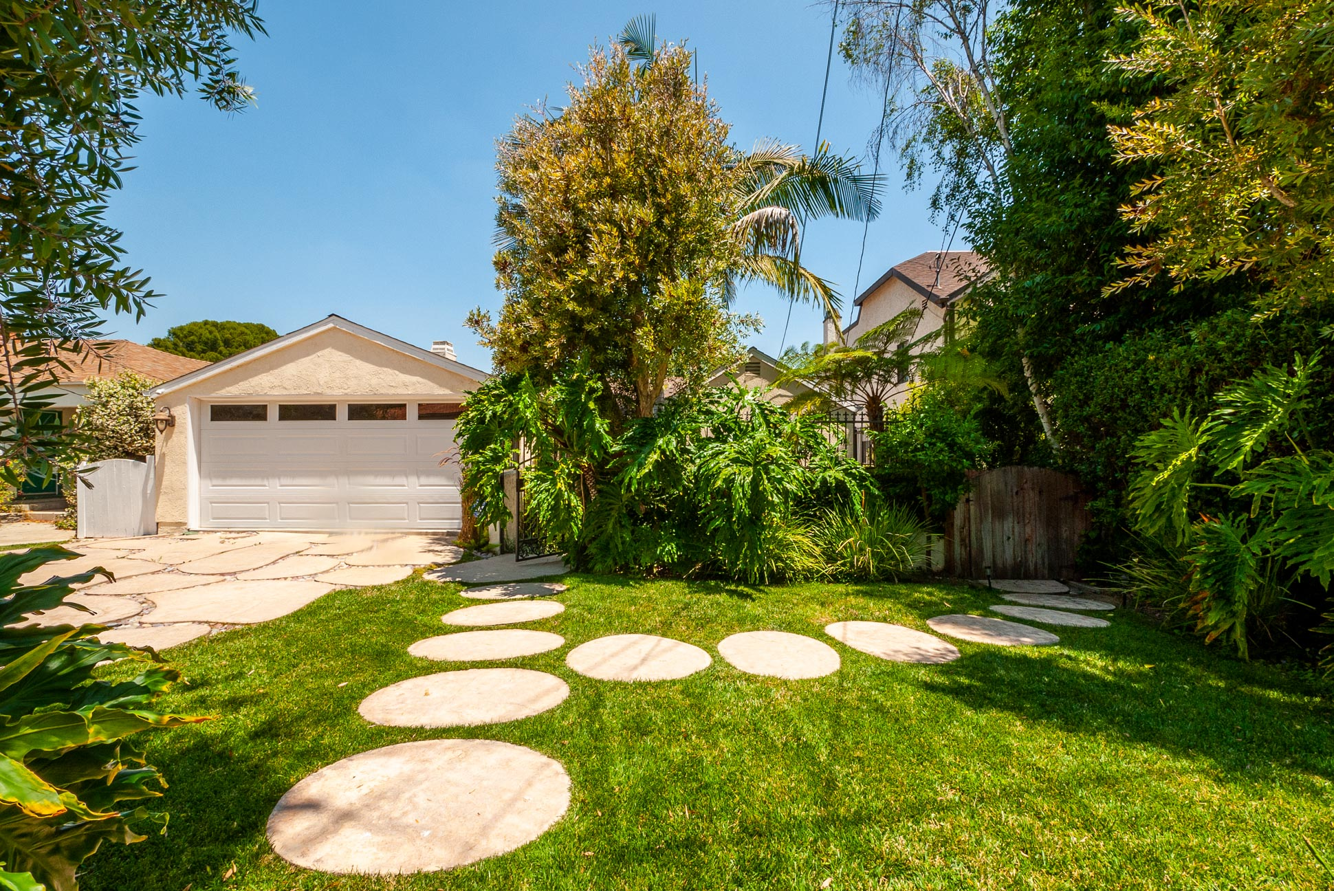 Amazing 3Bed/3Bath Home + Private Guest House! Prime Sherman Oaks Location - South of Ventura Blvd!