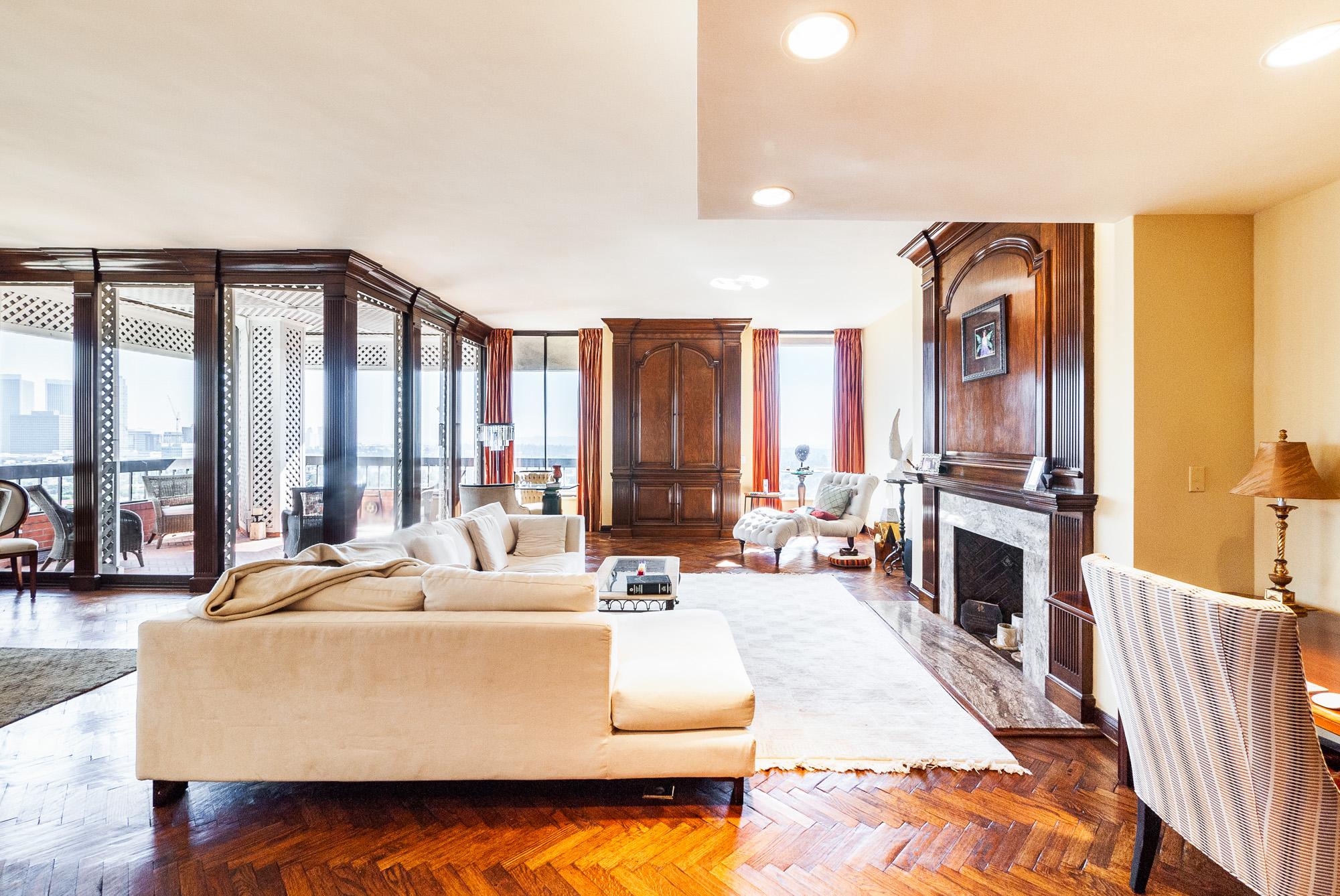 Penthouse Luxury in Prestigious Wilshire Corridor - Westwood!
