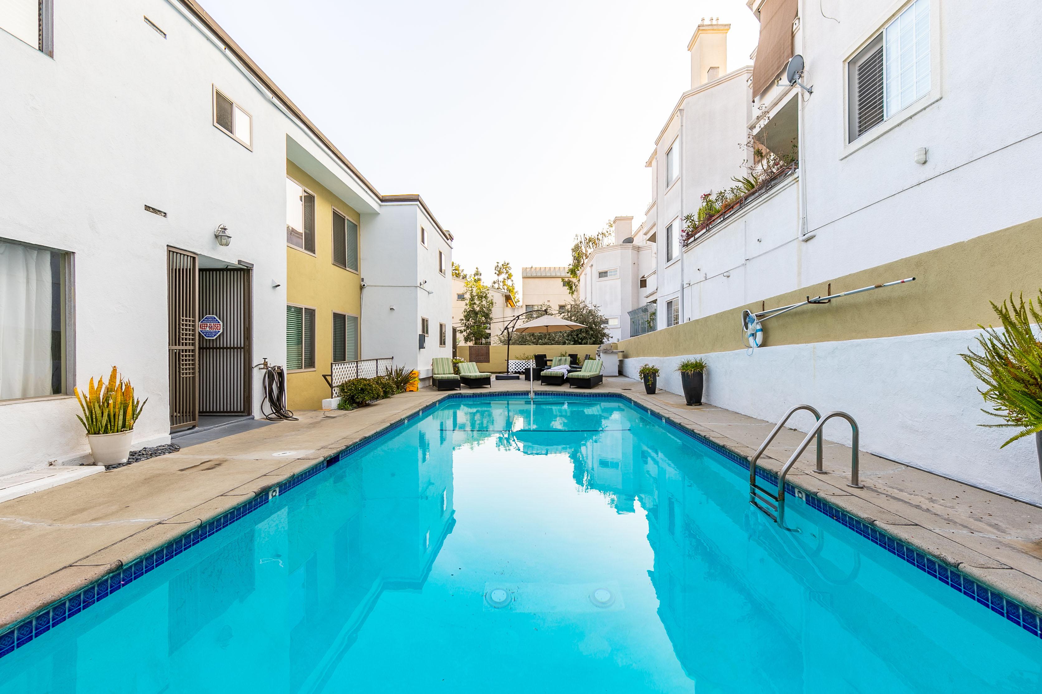 Darling & Modern 1BR/1BA w/ 1 Parking in Hollywood Hills West w/ Pool & Grill Deck!