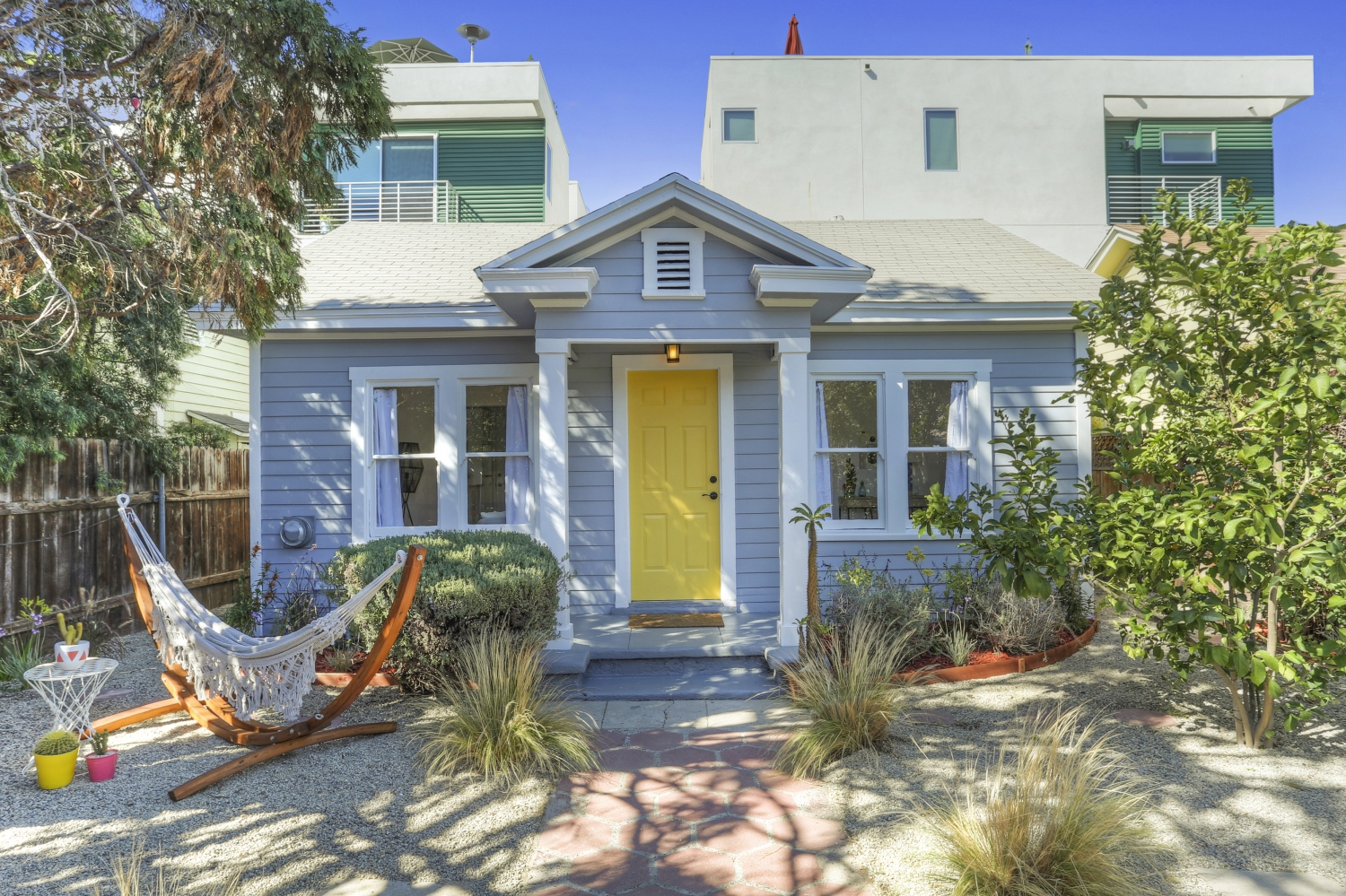 CUTEST BUNGALOW IN LOS FELIZ. TINY IN SIZE, BUT LARGE ON LIVING!