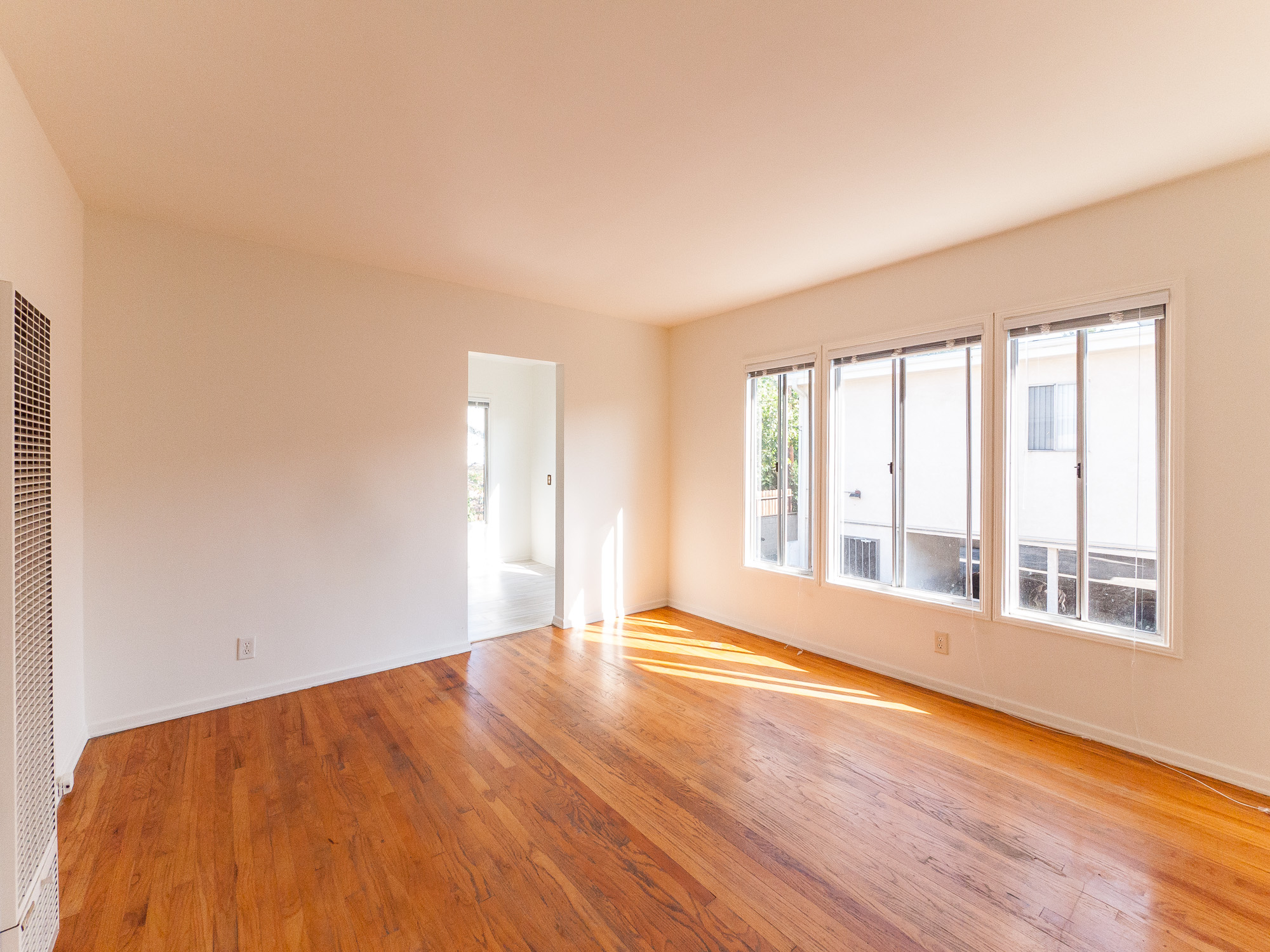 Cute as a Button - Corner/Upper 1BD in Palms!
